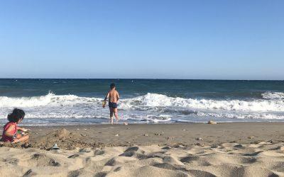 8 consejos para ir a la playa con niños (post-covid)